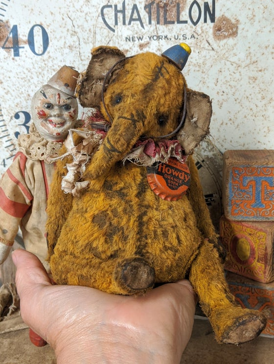 Image of HOWDY..an fat old worn mustard elephant by whendis bears