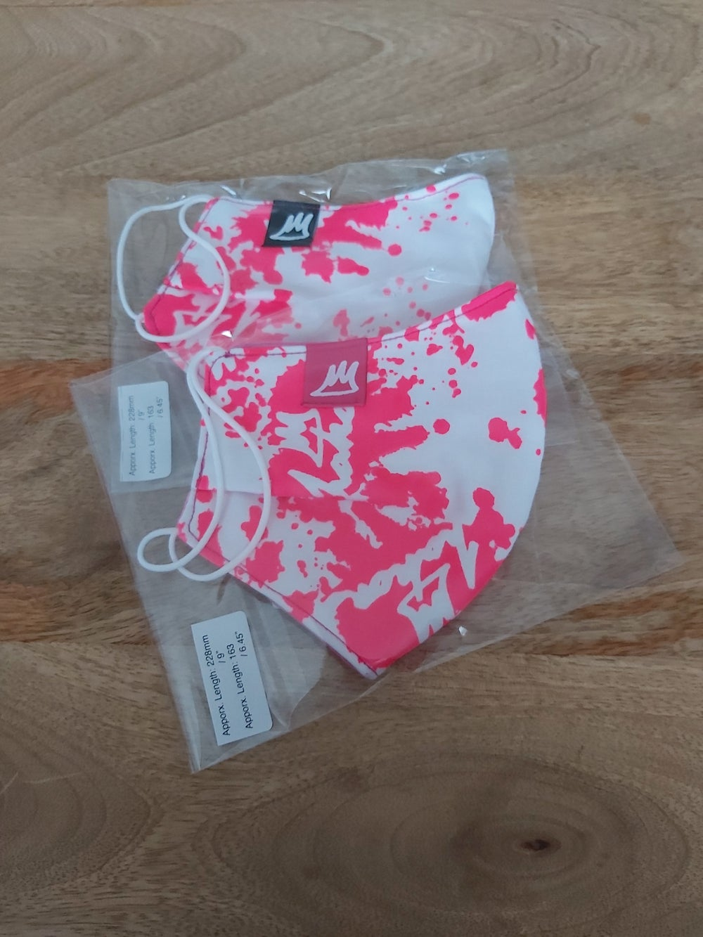 Image of Face Masks - Pink on White / Pink Lining