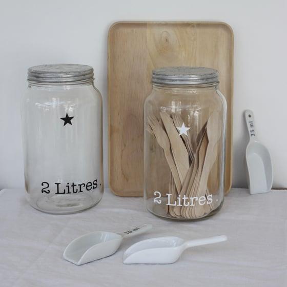 Image of Bocaux en verre 2 litres, couvercles en fer blanc.