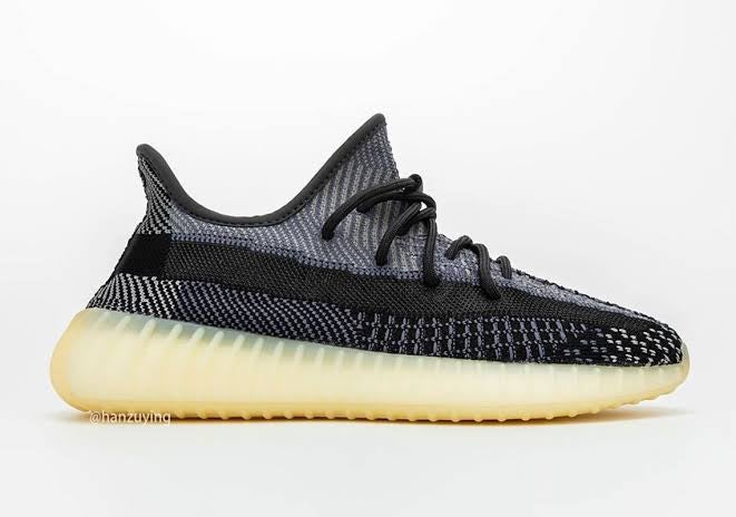 Image of Yeezy 350 v2 Carbón