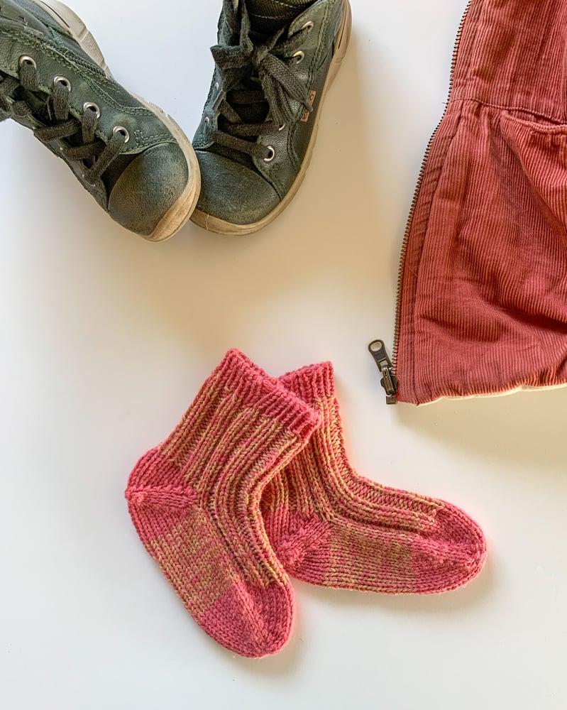 Image of Børnehave sokker på tykke pinde med let hæl