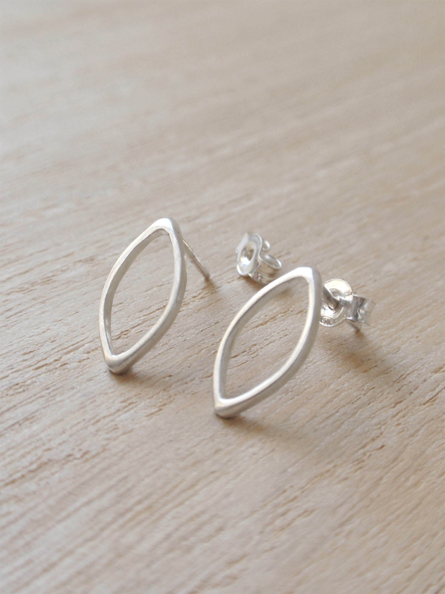 Image of Simple Ogival Classic Earrings