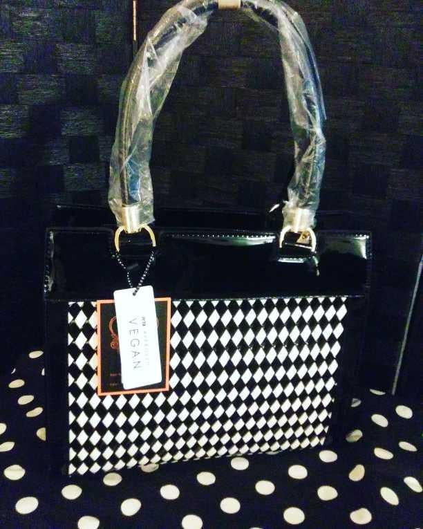 Image of Black & White Handbag