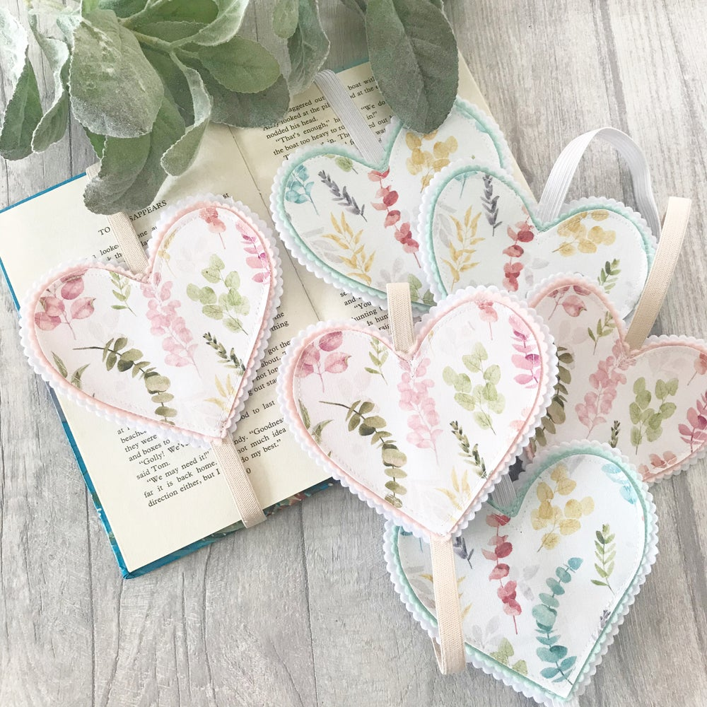 Image of Wild foliage Heart Bookmarks
