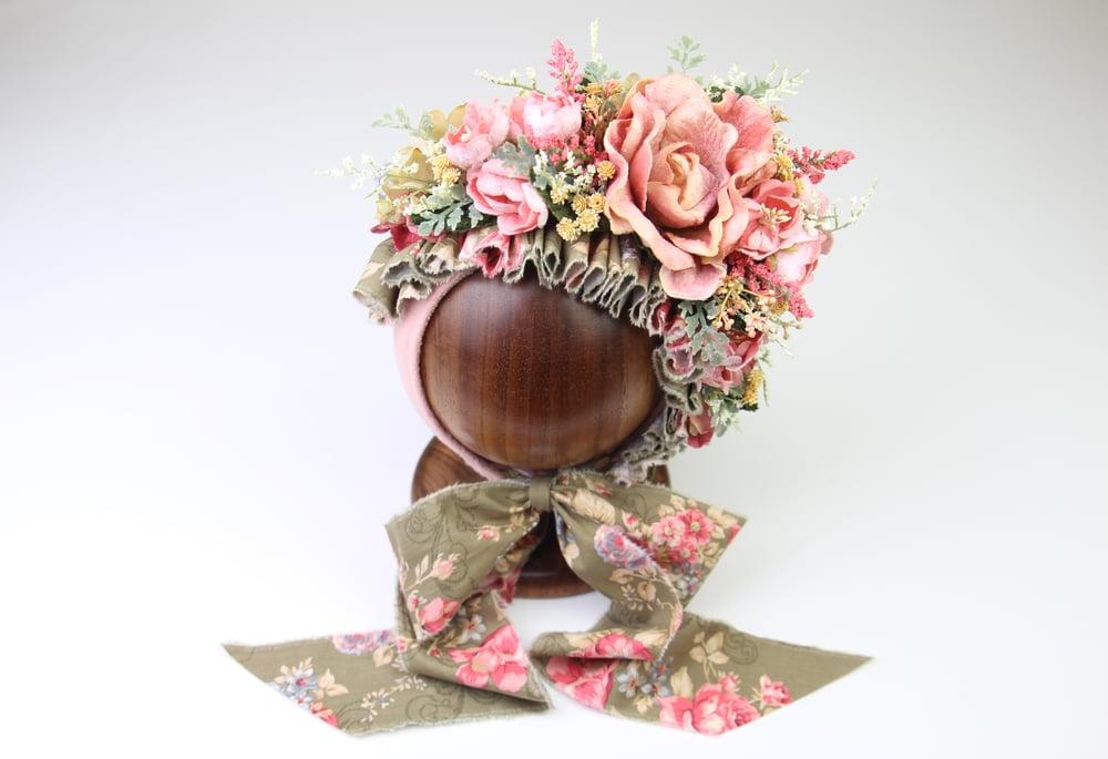 Image of Sitter Side Blooms Floral Bonnet - d rts
