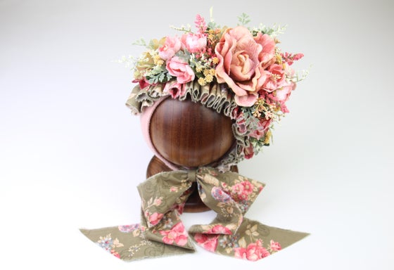 Image of Sitter Side Blooms Floral Bonnet - d rts