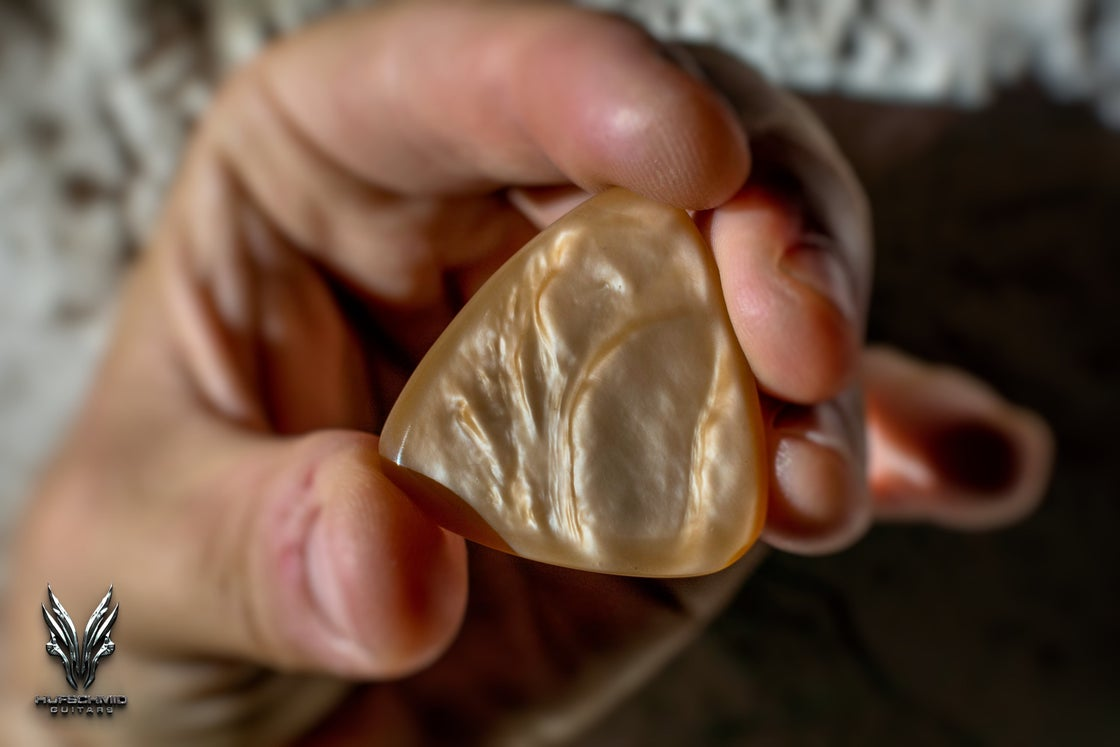 Image of The 4mm 'LIQUID GOLD' plectrum (Galalith/Casein)