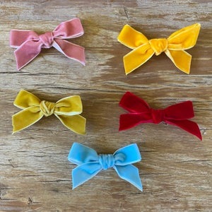 Image of Velvet hair bow to suit 32 and 38cm Miniland dolls