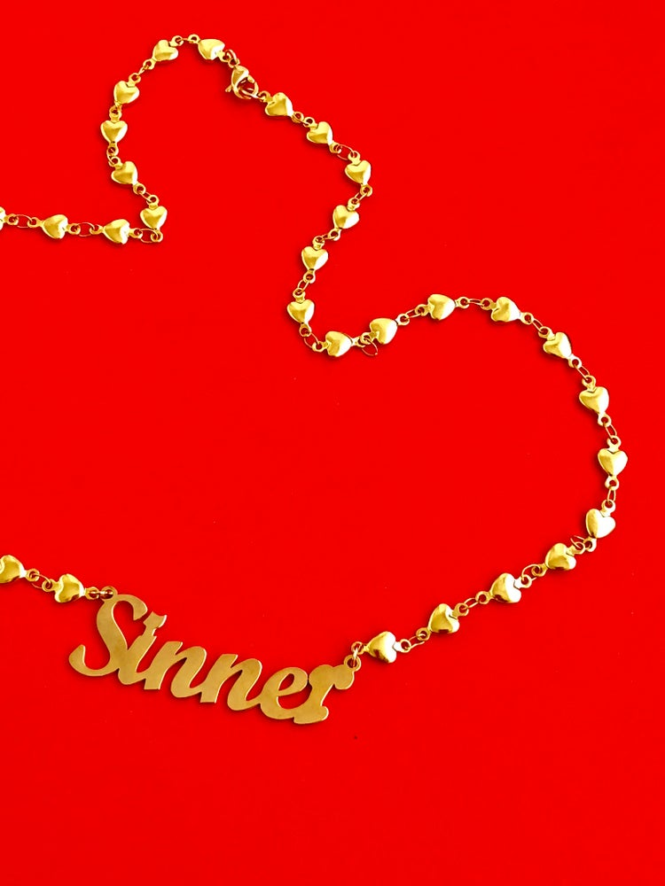 Image of CURSIVE NAMEPLATE WITH HEART CHAIN