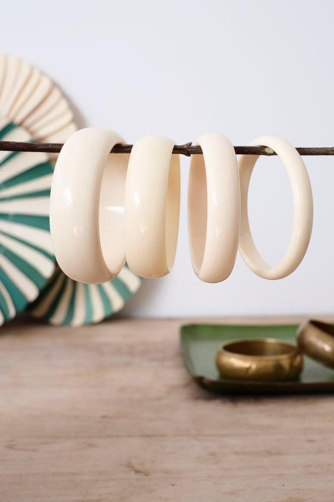Image of Lot de 4 bracelets vintages en bakélite/résine