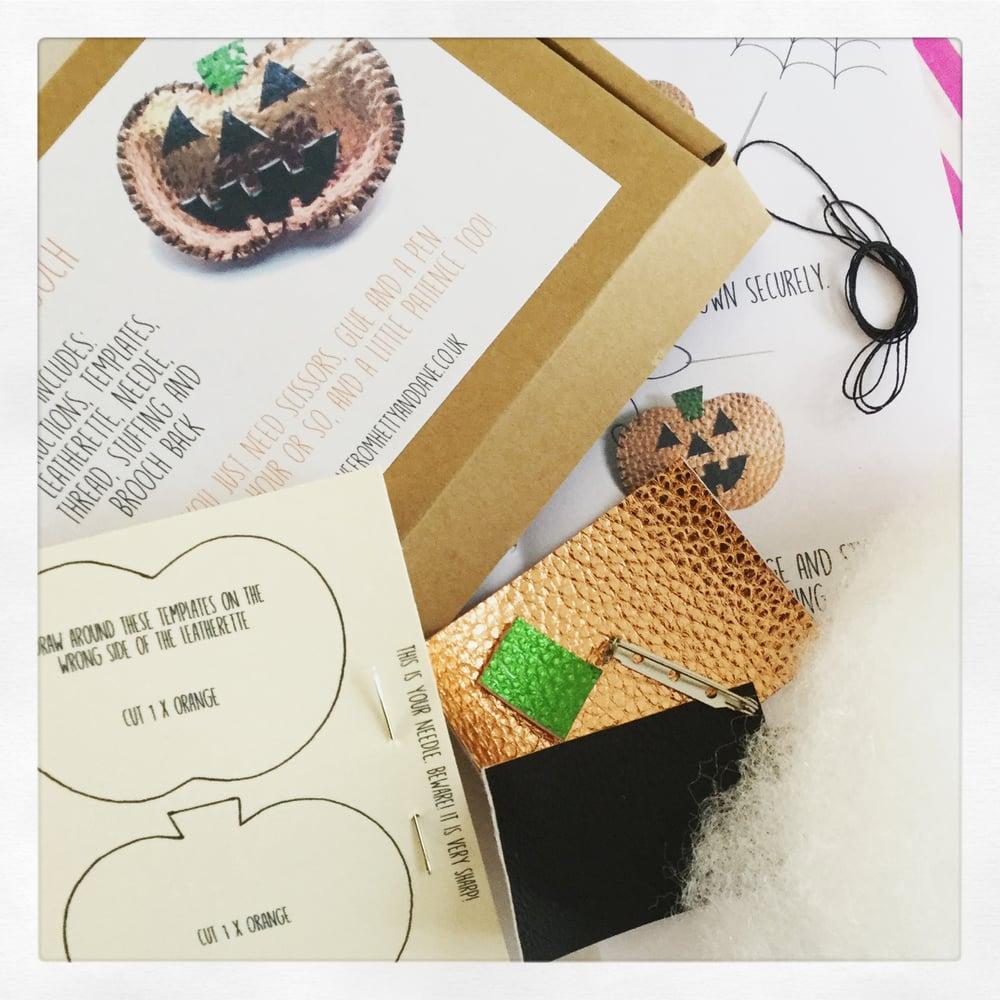 Image of Pumpkin Brooch Kit