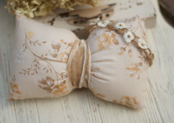 Image of Floral bow pillow with velvet ribbon Set