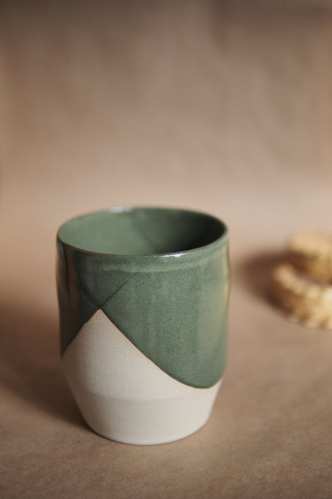 Image of Latte tumbler - Pōuriuri