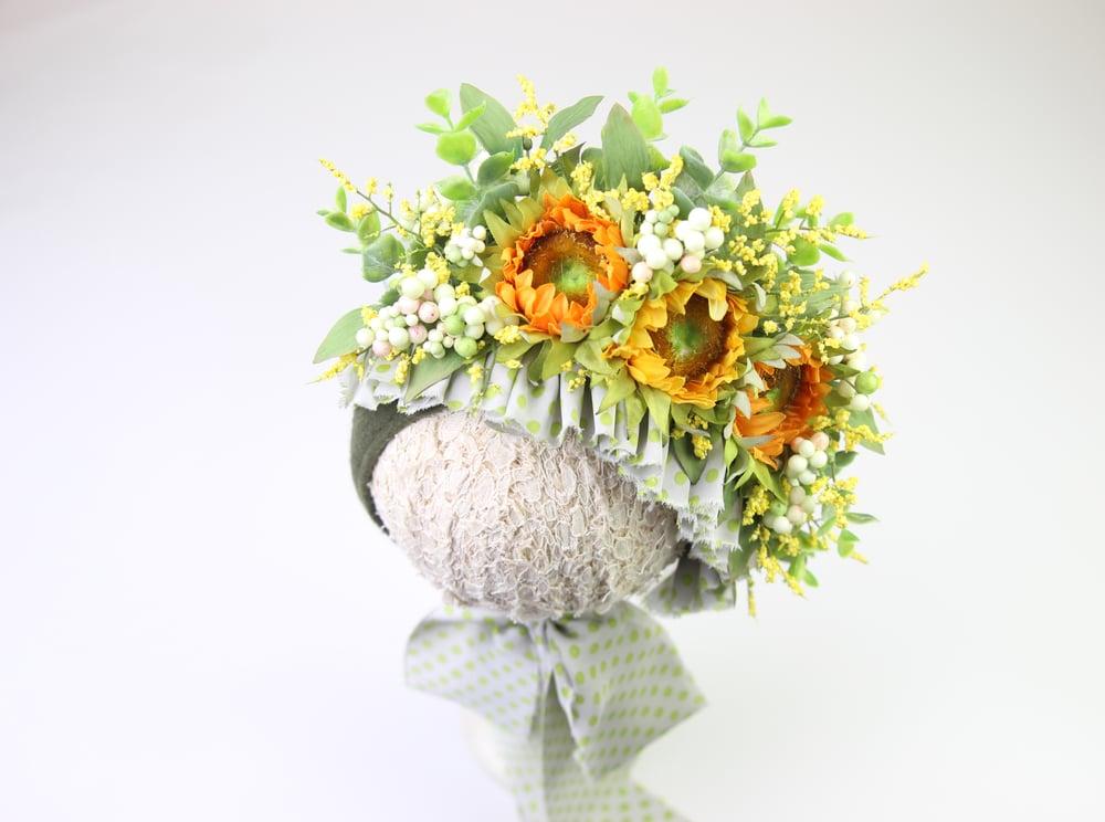 Image of Sitter Sunflower Bonnet