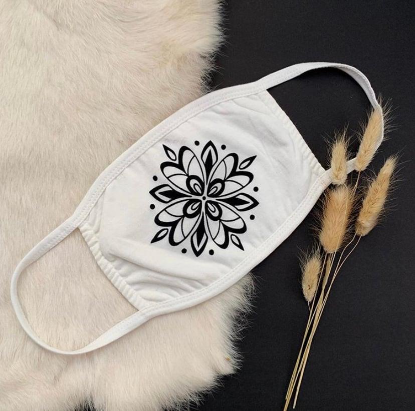 """Image of """"Columbine"""" Mask"""