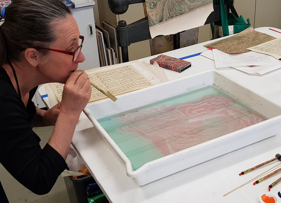 Image of Suminagashi and books with Petra Weber