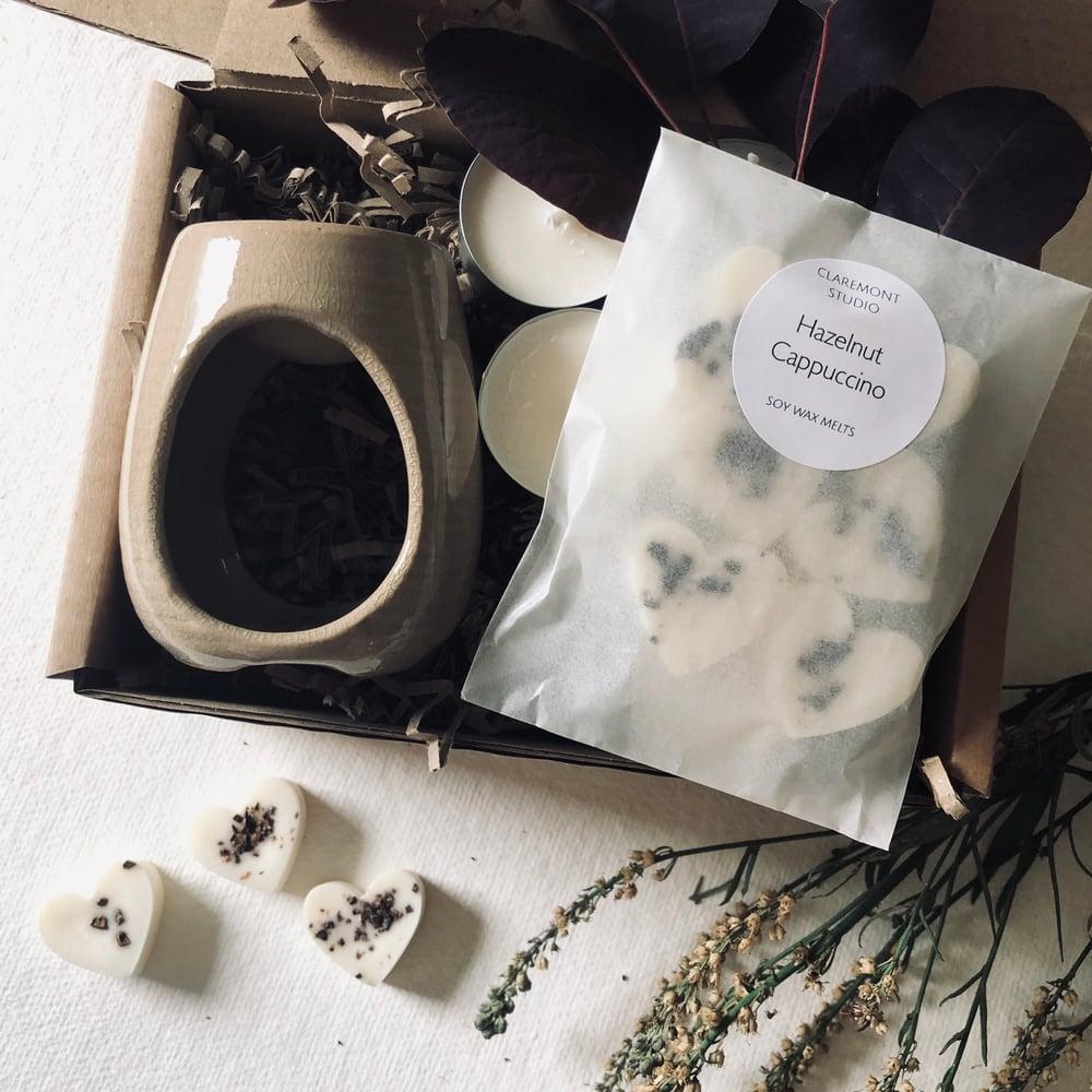 Image of Wax Melt Starter Gift Set with Beige Honey Pot Style Burner