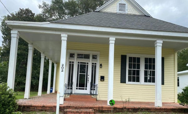 Image of Home Sweet Louisiana Home $210 Pay Half to book