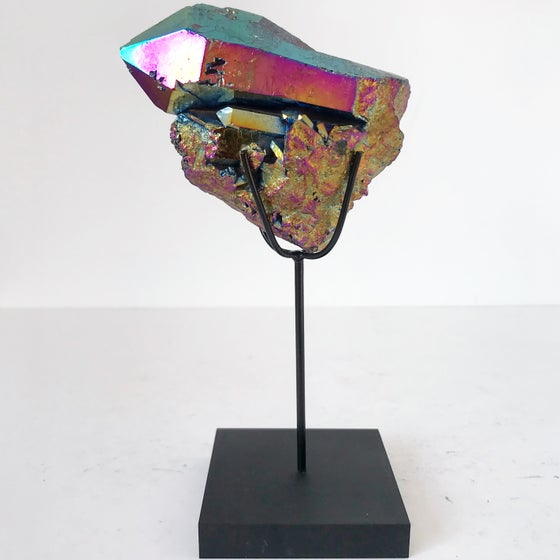 Image of Titanium Coated Quartz no.25 + Matte Black Lucite Stand