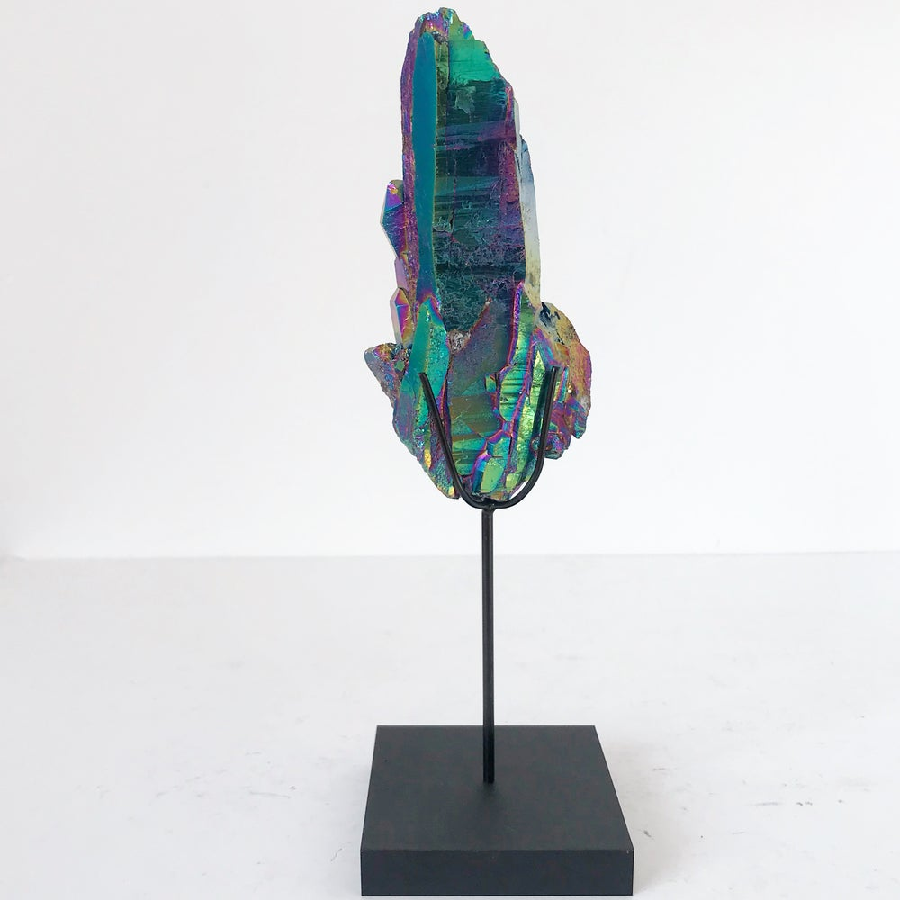 Image of Titanium Coated Quartz no.30 + Matte Black Lucite Stand