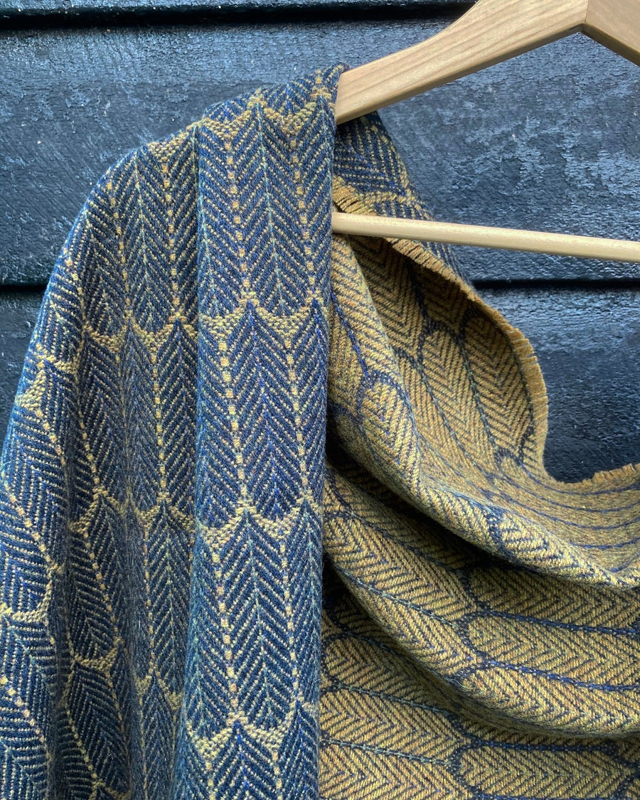 Image of Navy & Mead 'Feathers' shawl