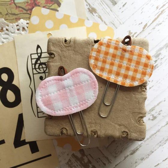 Image of Small Quilted Gingham Pumpkin Clip