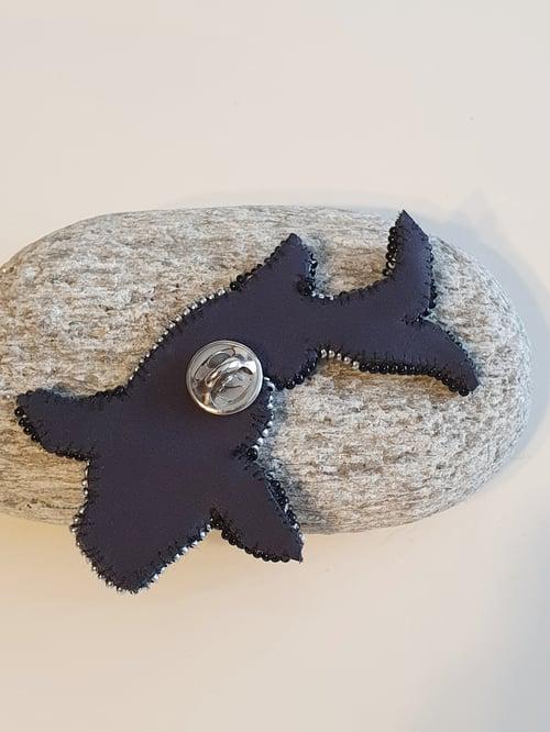 Image of Broche Pins CARPE KOÏ bleue