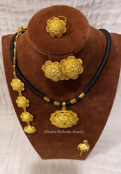 Image of CUSTOM ABEBA SET GOLD