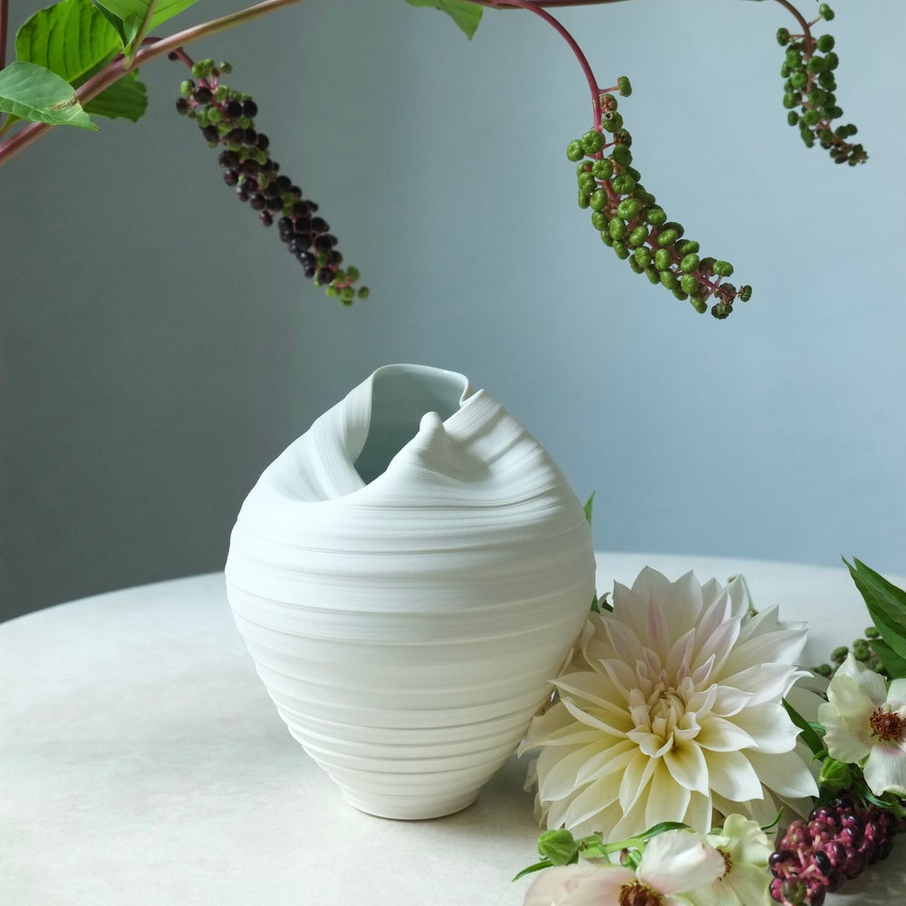 Image of Scorpion Vase, Warm White, #778