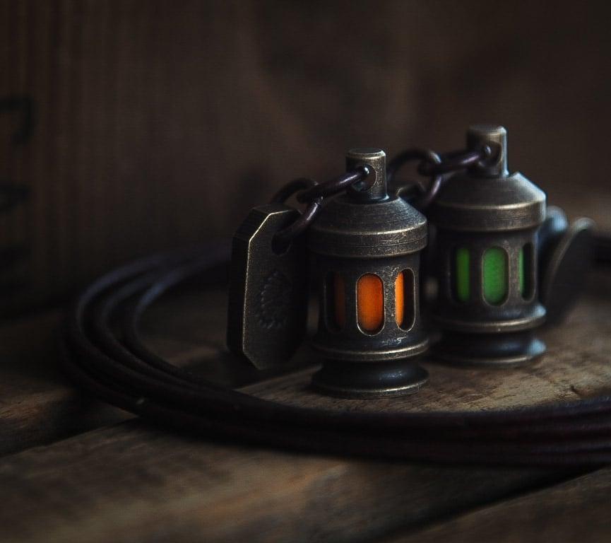 WAYFINDER W/ GEAR TAG Antique brass