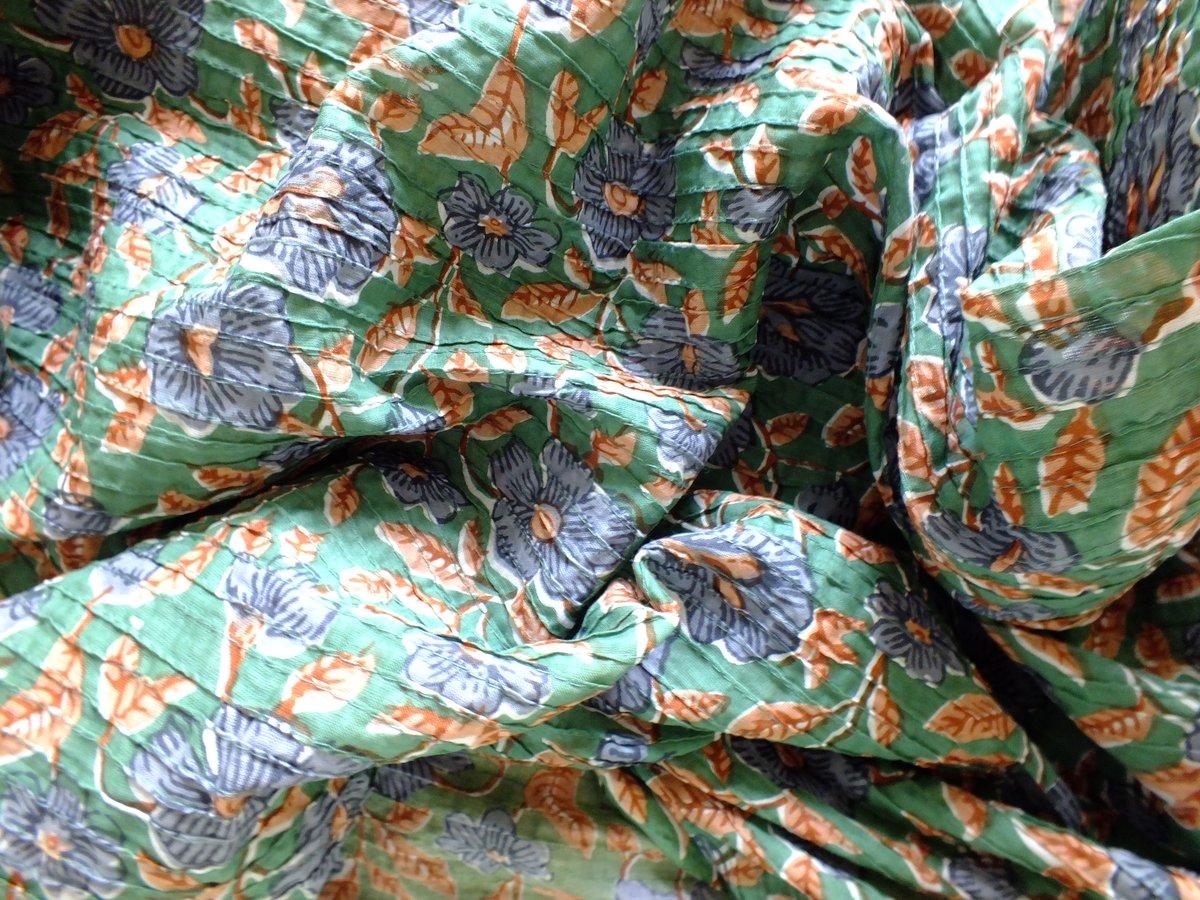 Image of amasté fabric tissu surpiqué plissé  fond vert fleurs bleues