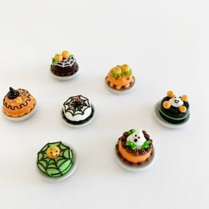 Image of Dollhouse Halloween Mini Cakes