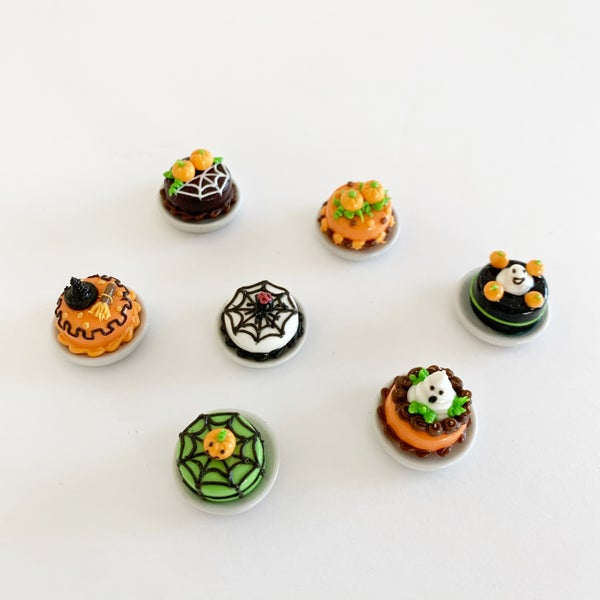 Image of Dollhouse Halloween Mini Cakes