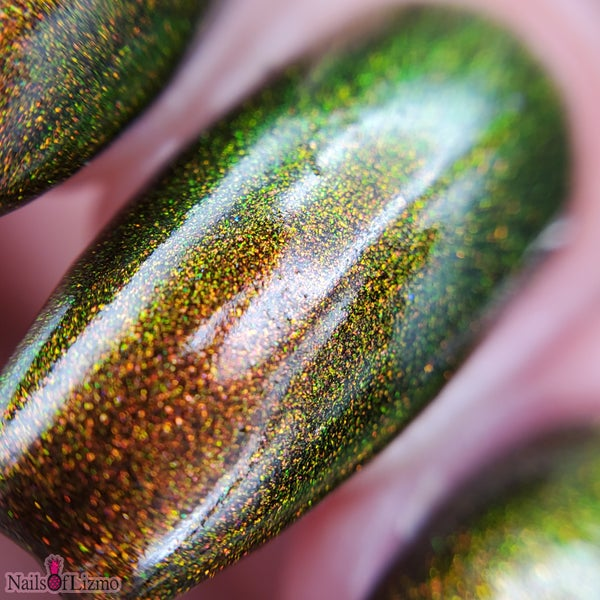 Image of Autumn Prism – an aurora shimmer that moves through tones of red, green and gold