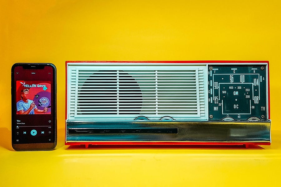 Image of FARADAY RED (1966) RADIO VINTAGE BLUETOOTH