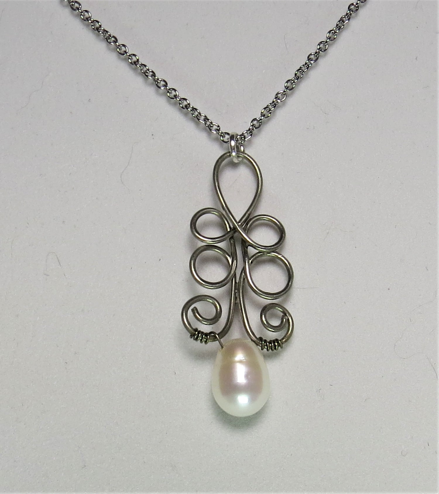 Image of Pearl Loop-de-Loop Necklace
