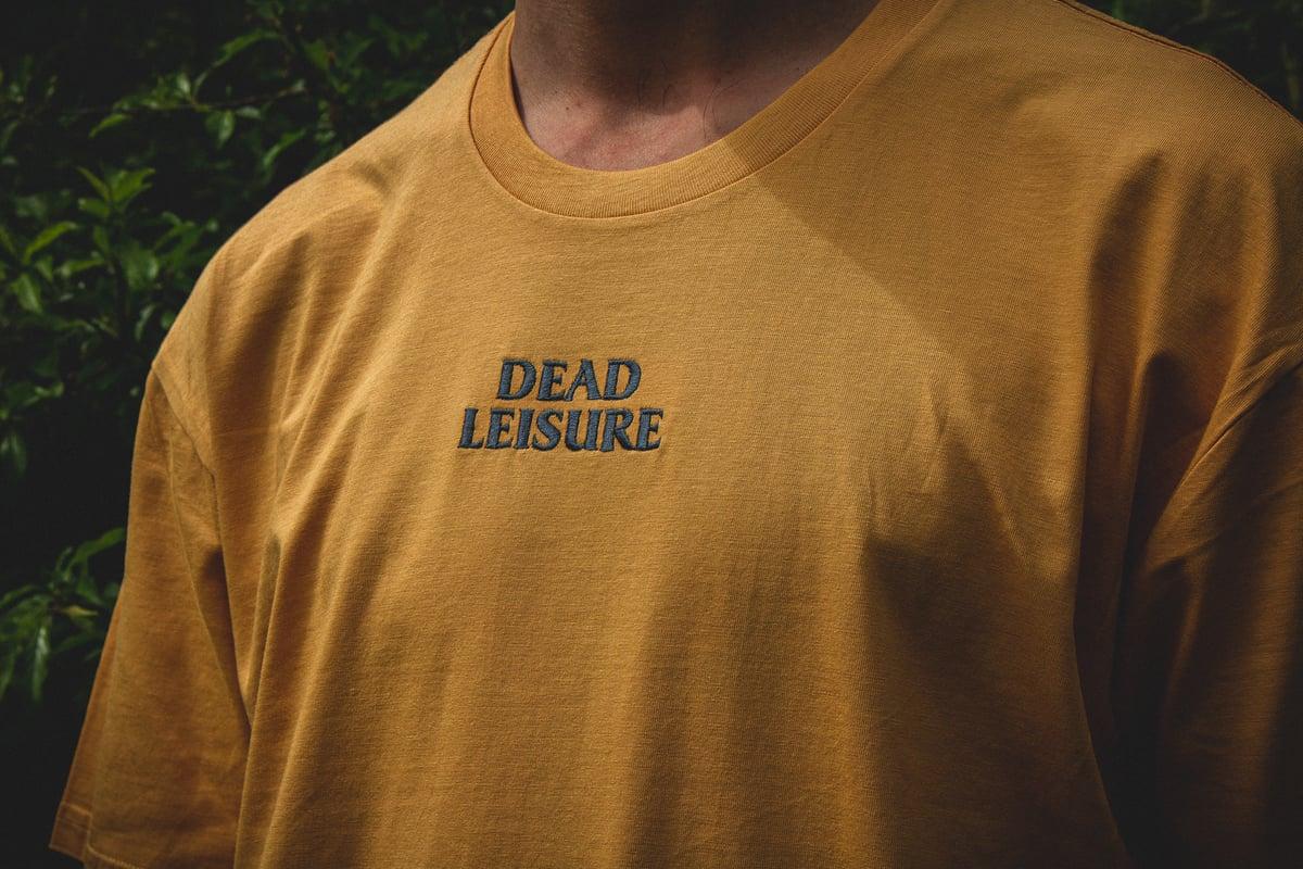 Dead Leisure Embroidered logo T-shirt - Mustard