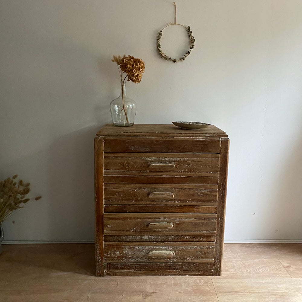 Image of Commode #920