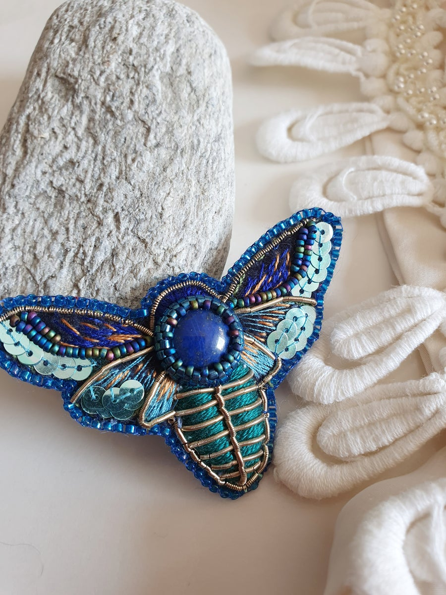 Image of Broche PAPILLON DE NUIT Lapis lazuli