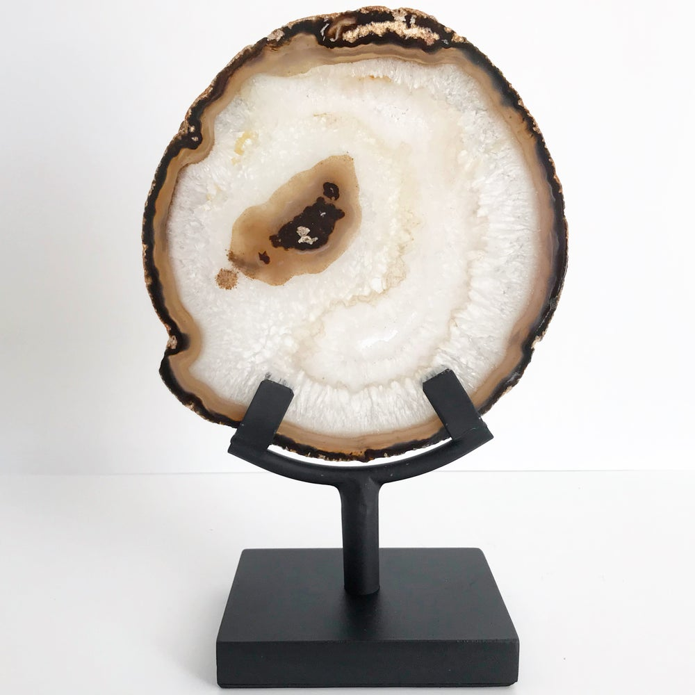Image of Quartz/Agate Slice no.35 + Matte Black Stand