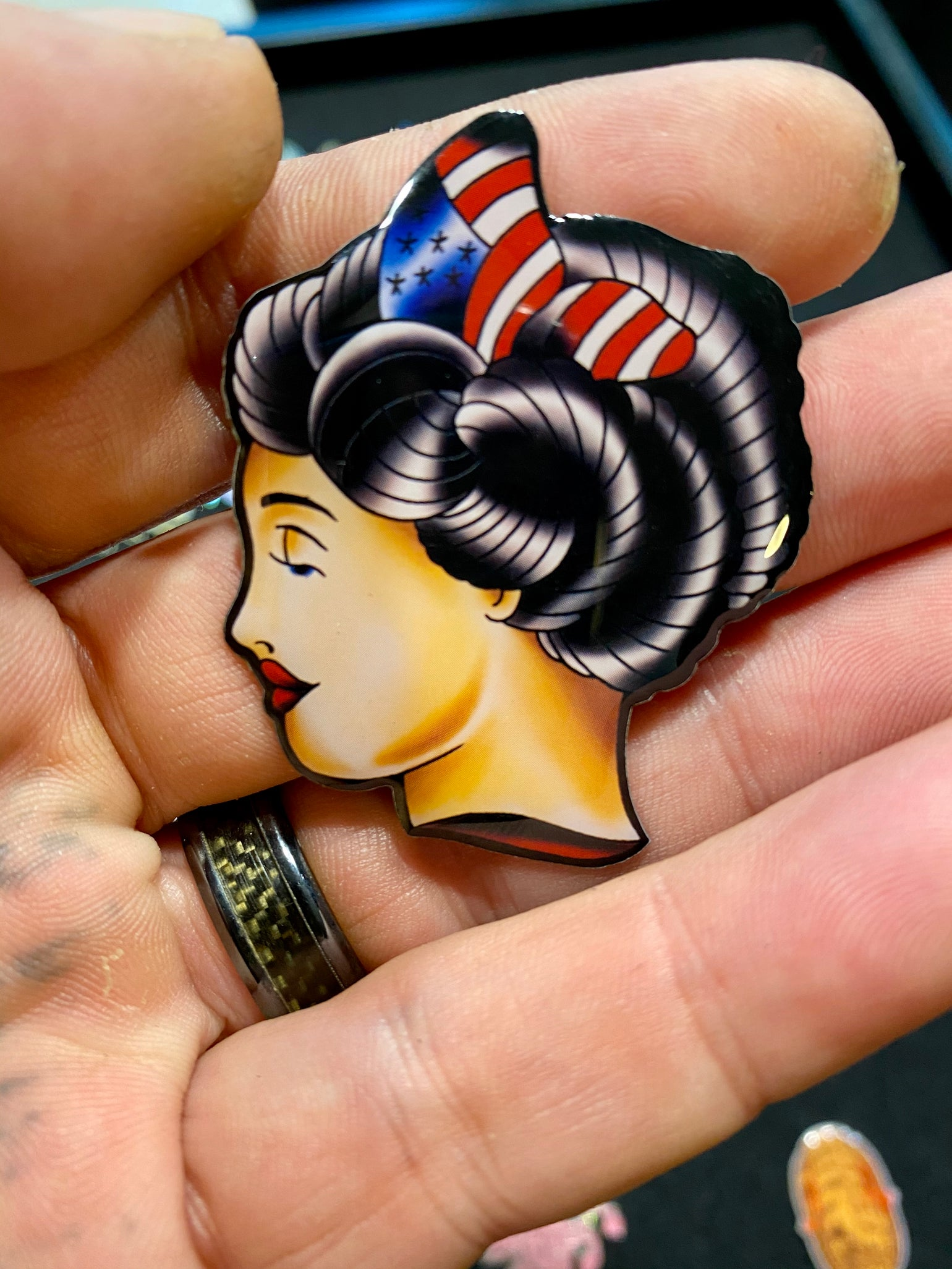 """Image of Lady liberty LE50  2"""" inch pin"""