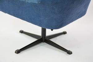 Image of Fauteuil coquille pivotante bleue piètement noir