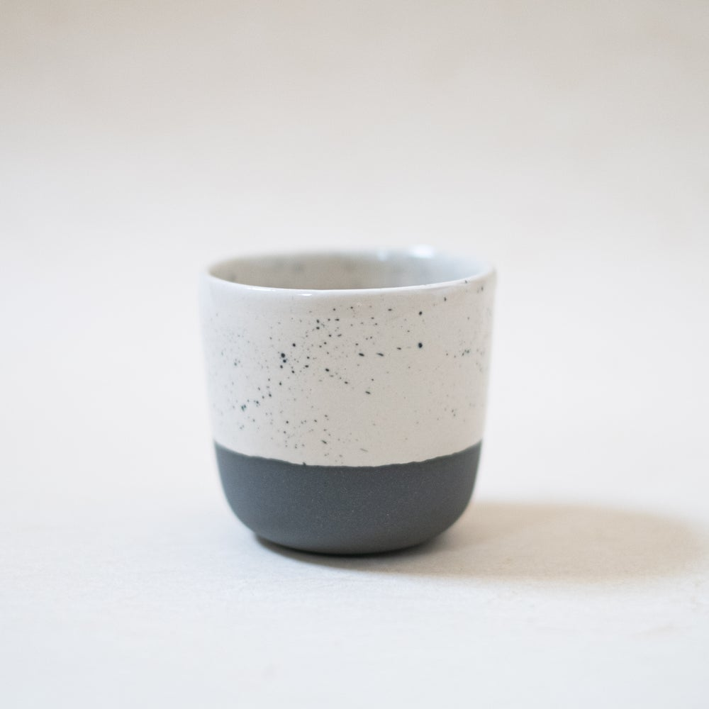Image of Bi-color cup (grey/blue)