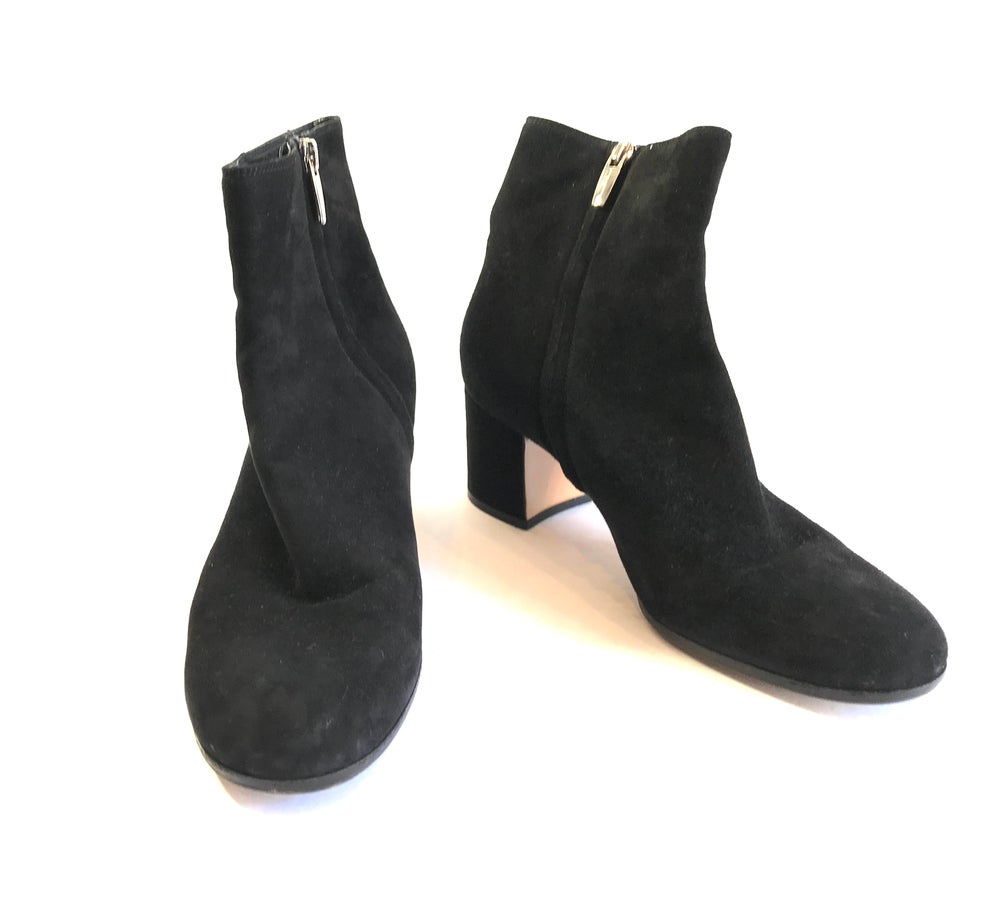 Image of Gianvito Rossi Size 38.5 Booties 992-7