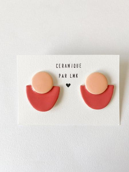 Image of Paire de boucles d'oreilles céramique COLLA pêche et rose corail