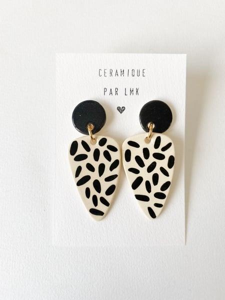 Image of Paire de boucles d'oreilles céramique TRIANGULA noir et riz noir