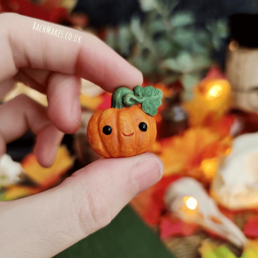 Image of Pumpkin Pin / Magnet