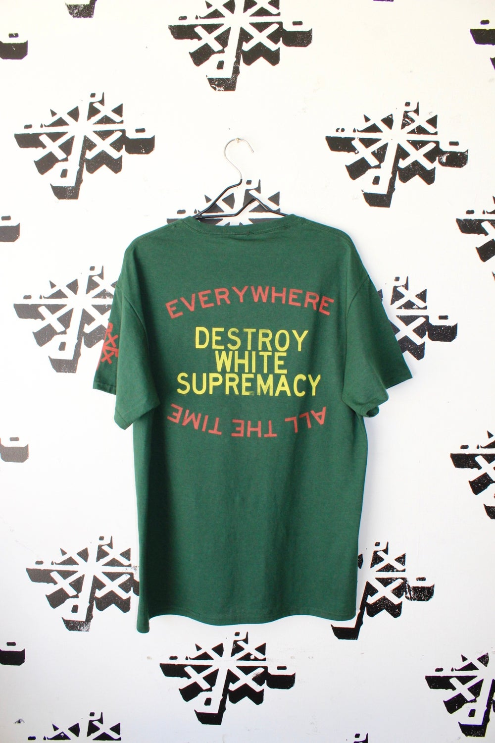 organize and DWS tee in green