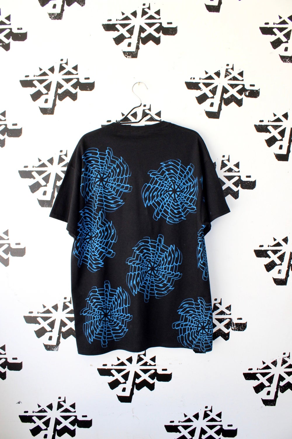 expand tee in black