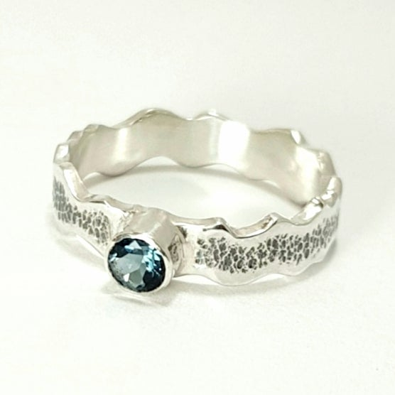 Image of Sterling Silver and Topaz Ring 'Wave'